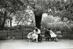 """"""" Les amoureux sur les bancs publics..."""" ( Georges Brassens ) / Photo by Henri Cartier-Bresson."""