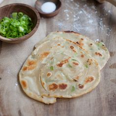 Scallion Pancake - crispy Chinese green onion pancake loaded with lots of scallion. Easy scallion pancake recipe that you can't stop eating. Scallion Pancakes, Pancakes And Waffles, Yummy Asian Food, Yummy Food, Tasty, Asian Recipes, Chinese Recipes, Chinese Food, Chinese Meals