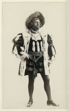 John Drew as King of Navarre in Augustin Daly's production of Love's Labour's Lost. Shakespeare Plays, William Shakespeare, Love's Labour's Lost, Theatre Costumes, Digital Image, Costume Design, Movie Tv, Stage, Photograph