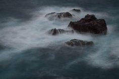 """"""" Omijima """"  15.Mar.2014  次は青海島。撮影ポイントはたくさんありそうだ。しかし、階段に阻まれて…苦笑 透明度の高い素晴らしい海の色、これを残しつつスローで…難しい。ふむぅぅぅ。ココはリベンジ!"""