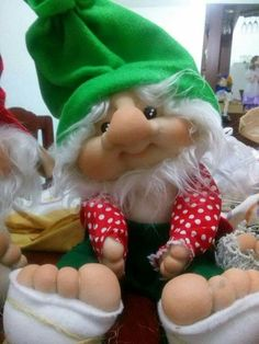 This Pin was discovered by gloria manualidades. Discover (and save!) your own Pins. Christmas Rock, Christmas Tree Ornaments, Christmas Crafts, Christmas Decorations, Gnome Tutorial, Troll Dolls, Homemade Christmas Gifts, Soft Sculpture, Easter Crafts