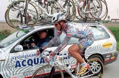 Mario Cipollini in his well known Acqua & Sapone zebra suit Vintage Cycles, Cycling Jerseys, Classic Image, Super Mario, Champion, Bicycle, Racing, Anatomy, Legends