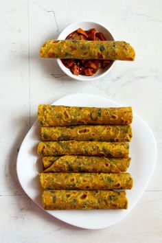 Veg Recipes of Indiamethi thepla recipe, gujarati methi thepla recipe, methi thepla dish