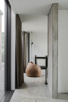 K Sint-Eloois-Winkel Minimalist Interior, Minimalist Home, Modern Interior Design, Interior Design Inspiration, Home Design, Interior Architecture, Interior And Exterior, Terrazo, Decoration Bedroom