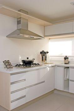 Balcão branco cozinha pequena
