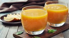 Get back on track with this easy-to-make mango carrot smoothie recipe!