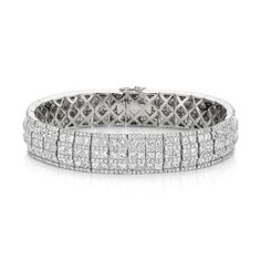 dd6df0b0d7cb A stunning 18ct White Gold princess cut   round brilliant cut White Diamond  Bracelet featuring 21.23