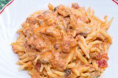 Le trofie cremose con funghi e pomodorini sono un primo piatto realizzato con ingredienti semplici ma che si sposano alla perfezione. Ecco la ricetta