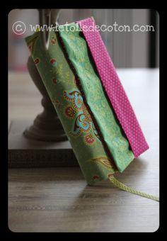 Protège livre en tissu ( format grand roman) pour protéger vos bouquins que vous trainez partout !