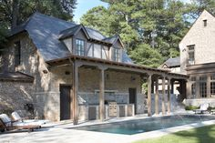 <3nice & functional dual use of detached garage/poolhouse space :: view 2 of 3