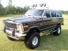 1988 Jeep Grand Wagoneer ~ Almost what I want in my Waggy!