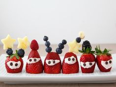Strawberry Aliens are a super fun snack to make with kids and are a great addition to Boathouse Farms UnBake Sale. GETTING READY Slice off the bottom of...