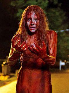 Chloë Moretz ensanguentada em foto de 'Carrie, A Estranha'