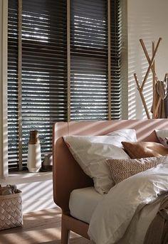 Ga voor natuurlijke lichtinval met houten jaloezieën - Caspar Dekkers Interieurs