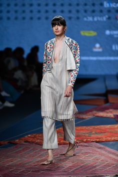 Ikai by Ragini Ahuja at Lotus Make-Up India Fashion Week spring/summer 2020 India Fashion Week, Lakme Fashion Week, Asian Fashion, Women's Fashion, Indian Fashion Designers, Indian Designer Wear, Indian Attire, Indian Outfits, Indian Wear