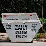 A Zaily perto de você.