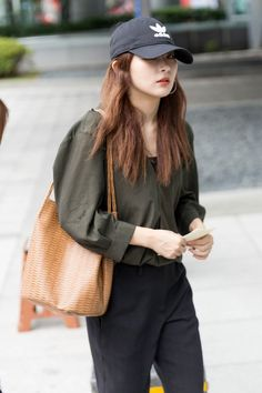Fashion Tag, Korea Fashion, Daily Fashion, Airport Fashion, Kang Seulgi, Red Velvet Seulgi, Airport Style, Pretty Dresses, Korean Girl