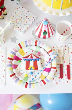How To Throw a Fantastic Circus Animal Parade Party. Recreate these adorable circus party ideas to celebrate your little one's next birthday! Decoration Cirque, Circus Decorations, Carnival Themes, Birthday Party Decorations, Carnival Costumes, Birthday Ideas, Carnival Birthday Parties, Circus Birthday, Animal Birthday