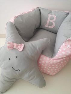 Puff xs 35€❤❤❤ dim.55x55 altura +/- 40cm; enchimento em granulado de esferovite +/-60lts. Aplicação com inicial +5€; almofada estrela 15€; Fora de Lisboa acresce 5€ de portes. Tecidos da loja Vidal Tecidos #textiltribu #textilpuff #babyroom #bebé #maternidade #gravidez #babytoy #puff #madeinportugal #handmade #puff #kidsroom