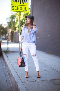 White Ripped Jeans The Most Popular Jeans For This Season How To Wear White Jeans, White Ripped Jeans, White Distressed Jeans, White Denim, Skinny Jeans, Summer Outfits For Teens, Casual Summer Outfits, Popular Jeans, Look Fashion