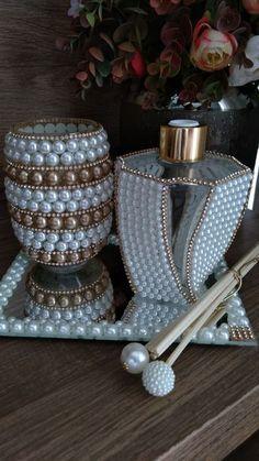 1 million+ Stunning Free Images to Use Anywhere Glass Bottle Crafts, Diy Bottle, Bottle Art, Pearl Crafts, Chanel Decor, Vase Crafts, Wedding Cards Handmade, Olive Oil Bottles, Dollar Store Crafts