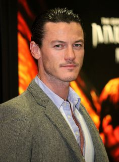 Luke Evans Photos Photos - Actor Luke Evans poses during 2011 WonderCon at Moscone Convention Center on April 1, 2011 in San Francisco, California. - 2011 WonderCon - Day 1