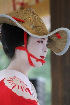 Katsuhina during Suzume Odori Kimono Japan, Japanese Kimono, Geisha Costume, Japanese Festival, Japan Image, Global Style, Japanese Beauty, Historical Costume, Japanese Culture