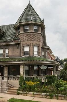 1900 Mandolin Inn For Sale In Dubuque Iowa — Captivating Houses - 1900 Mandolin Inn For Sale In Dubuque Iowa - # Architecture Sketchbook, Architecture Wallpaper, Concept Architecture, Architecture Design, Abandoned Mansion For Sale, Abandoned Houses, Old Houses, Old Mansions, Mansions For Sale