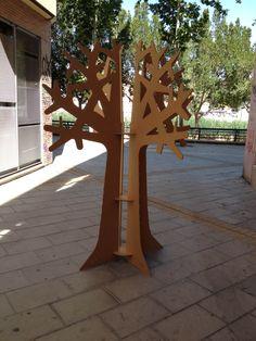 Arbol de #carton by CartonLab cardboard tree by cartonlab. More info here http://cartonlab.com/producto/arbol-de-carton/