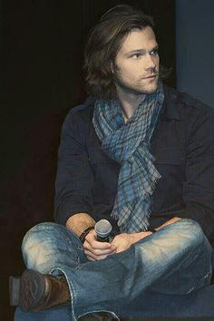 Jared Padalecki... I just love his beautiful long luscious hair
