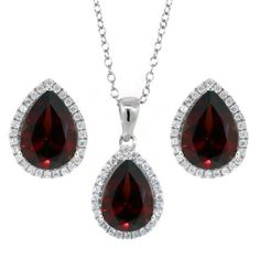 Add a gorgeous and sophisticated glow to any outfit with our gorgeous Natural Red Garnet pendant. Perfect for dressing up or dressing down this gorgeous pendant is sure to be the center of attention o...