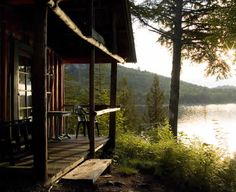 homes, décor, gardens, nature, all things beautiful serene and cozy . Lake Cabins, Cabins And Cottages, Mountain Cabins, Peaceful Places, Beautiful Places, Cabana, Vides, Little Cabin, H & M Home