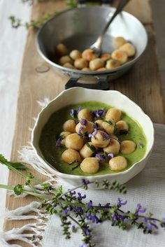 Gnocchetti di pane di Matera con crema di zucchine e salvia selvatica. – Le ricette di Pepi. Il blog di Stefania Zecca