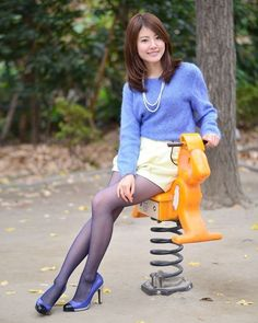 Colored Tights Outfit, Blue Tights, Pantyhose Outfits, Nylons And Pantyhose, Fashion Tights, Cute Asian Girls, Sexy Stockings, Beautiful Asian Women, Asian Fashion