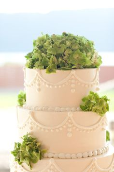 cake with hydrangea