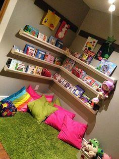 Over 20 children's room design ideas with brilliant layout design .- Over 20 children's room design ideas with brilliant layout design Kids Corner, Reading Corner Kids, Reading Corners, Reading Nooks, Children Reading, Reading Areas, Play Corner, Corner Nook, Art Corner
