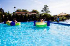 Dětský koutek ve Žlutých lázních je jedno z největších dětských hřišť v Praze a jeho rozmanité vybavení poskytuje dětem mnoho zábavy a prostoru pro hraní.    Děti mohou využívat bazének a brouzdaliště určené pro nejmenší návštěvníky. Pro zábavu dětí slouží po celé léto mělká laguna se šlapadly. V koutku je umístněno několik dřevěných prolézaček, houpaček, pirátská loď a nechybí samozřejmě pískoviště.    V našem dětském koutku probíhá po celé léto pravidelný zábavný program pro děti. Děti…
