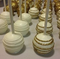 ideas for cake pops popcakes dorados Christmas Cake Pops, Christmas Treats, Christmas Christmas, Wedding Cake Pops, Wedding Cakes, Wedding Favors, Camo Wedding, Gold Wedding, Wedding Centerpieces