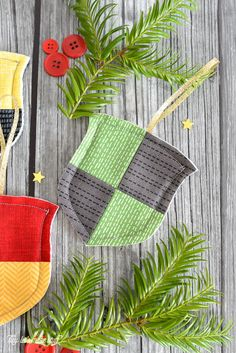 Hogwarts House Ornament Pattern | Go back to Hogwarts with this DIY Christmas ornament!