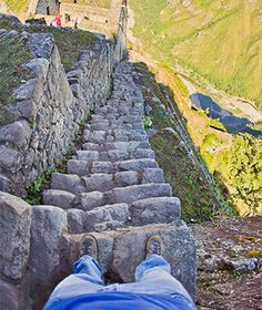 "World's Scariest Stairs: Inca Stairs, Peru  Great to use with ""sube"" and ""baja las escaleras"" and adverbs such as ""rápidamente"""