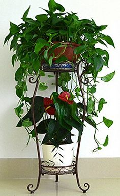 Tiered Plant Stand Indoor, Garden Plant Stand, Garden Crafts, Garden Projects, Wrought Iron Decor, Flower Stands, Interior Plants, Garden Features, Plant Holders