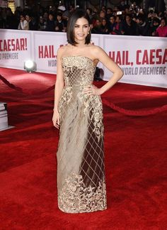 Jenna Dewan Tatum, in high-wattage gold, wasn't the only perfectly dressed star at the Hail, Ceasar premiere - click to check out the pretty short dress Amal Clooney wore!