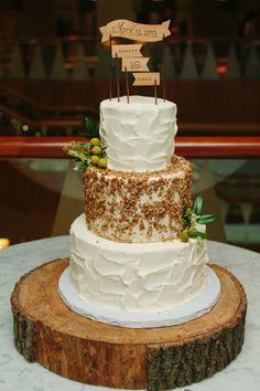 A perfectly rustic wedding cake we love! {Jen Rios Design}