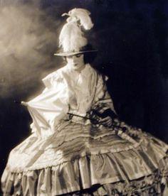 New York photographer Alfred Cheney Johnston, photo of the Ziegfeld Follies star Helen Ellsworth 1930