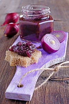 Marmeláda je skvělá jako příloha k paštice, na pizzu, podáváme ji s kozím sýrem ... Red Onion Jam, Pickled Eggplant, Marmalade Recipe, Best Italian Recipes, Roasted Meat, Recipe Details, Jam Recipes, Chutney, Love Food