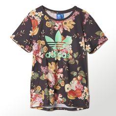 As flores e frutas tropicais desta Camiseta Jardim foram inspiradas na famosa Carmen Miranda. O caimento folgado masculino oferece uma sensação relaxante.