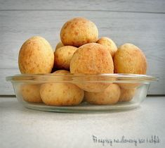 BRAZYLIJSKIE BUŁECZKI SEROWE (PÃO DE QUEIJO) Cornbread, Muffin, Potatoes, Vegetables, Breakfast, Ethnic Recipes, Food, Baking, Pull Apart Cheese Bread