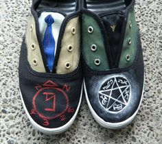 Supernatural hand painted canvas shoes from starrynightsoles on Etsy. Supernatural Merchandise, Supernatural Outfits, Supernatural Funny, Supernatural Birthday, Supernatural Fashion, Supernatural Drawings, Painted Canvas Shoes, Hand Painted Shoes, Painted Toms
