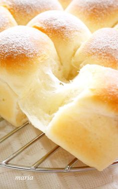 Fluffy * The ideal milk ち ap by aprea 【Cook Pad】 Easy and delicious recipe for everyone million items Sweets Recipes, Bread Recipes, Snack Recipes, Cooking Recipes, Sweet Dinner Rolls, Japanese Bread, Bread Shaping, Bread And Pastries, Food Staples