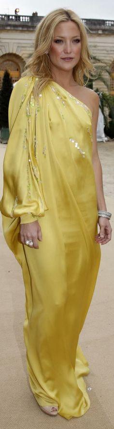Kate Hudson long dress by Dior #yellow #glitter #formal #fashion #oneshoulder